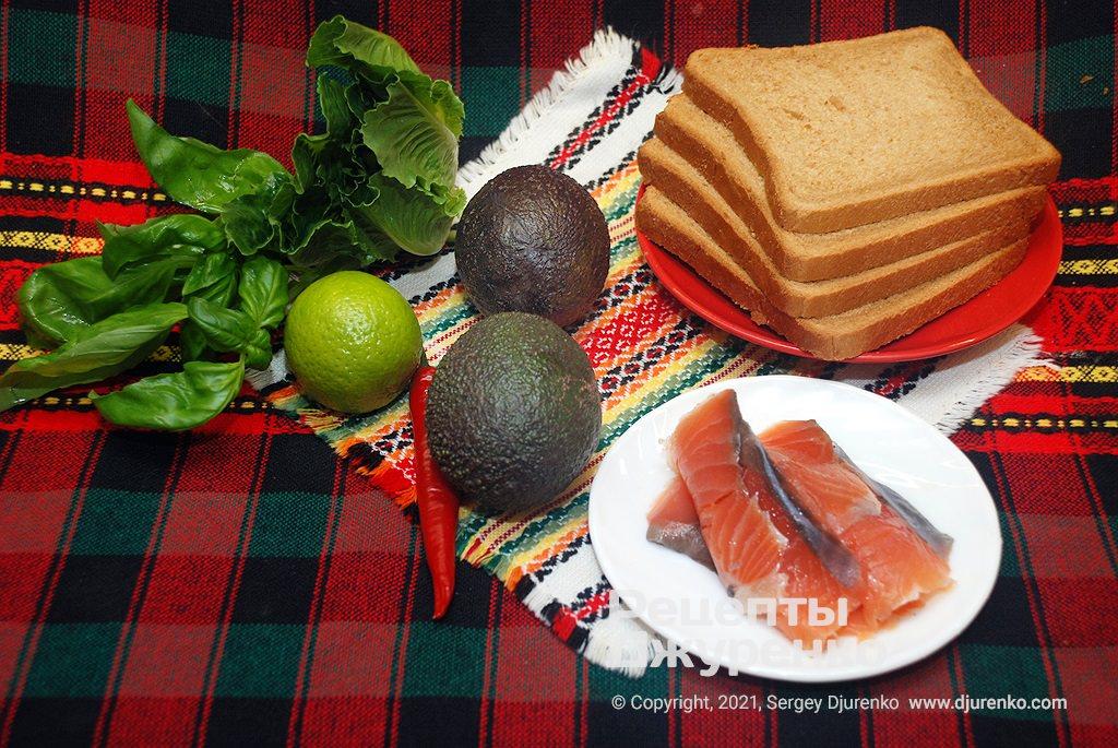 Тостовый хлеб, авокадо, рыба и другие добавки для начинки.