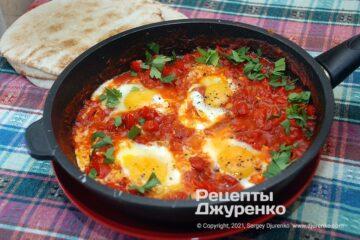 Фото рецепта шакшука — яичница в соусе