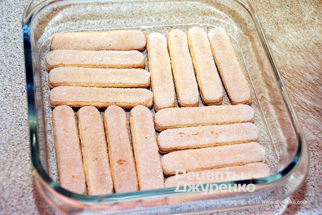 Советую заранее определить сколько савоярди влезет в форму для торта тирамису по площади.